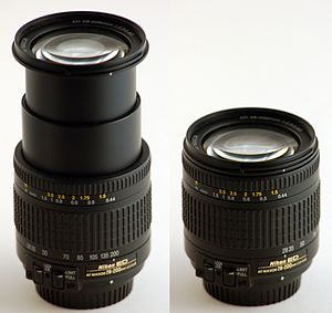 English: Nikkon 28-200 mm zoom lens, extended ...