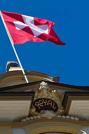 English: Swiss flag on top of the hotel