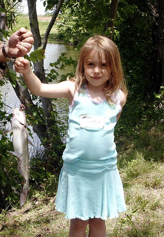 FileCute little girl fishingjpg  Wikimedia Commons