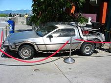 Réplica del automóvil utilizado como máquina del tiempo en las pelãulas.