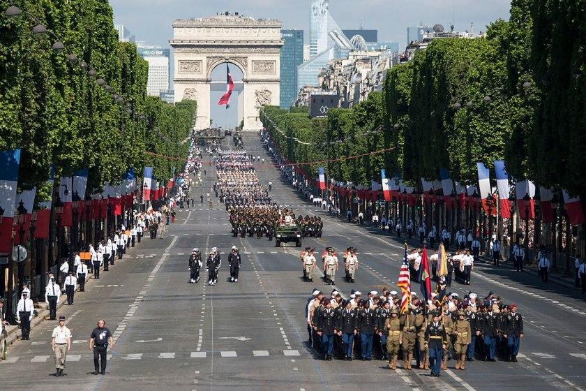 Défilé militaire du 14 Juillet — Wikipédia