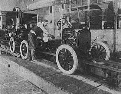 первый конвейер по выпуску автомобилей внедрил на своих