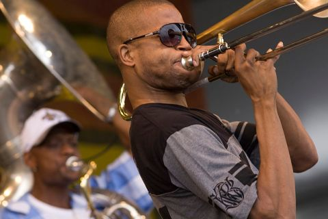 File:Jazzfest 2010 Troy 'Trombone Shorty' Andrews playing with Glen David Andrews, Julius McKee and Amanda Shaw.jpg