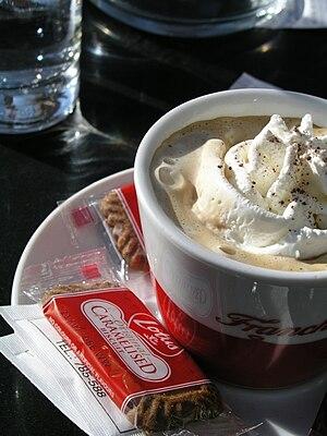 kava sa šlagom (tučenim slatkim vrhnjem), Crik...