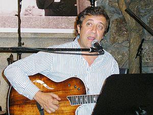 Rui Veloso canta, em 2006, no Porto.