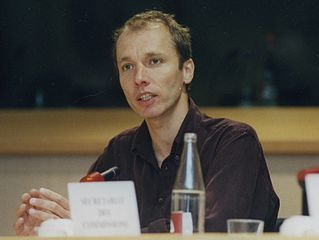 https://i0.wp.com/upload.wikimedia.org/wikipedia/commons/thumb/9/9d/Nicky_Hager_at_European_Parliament_April_2001b.jpg/319px-Nicky_Hager_at_European_Parliament_April_2001b.jpg