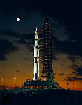 Combien D'hommes Sur La Lune : combien, d'hommes, Saturn, Wikipédia