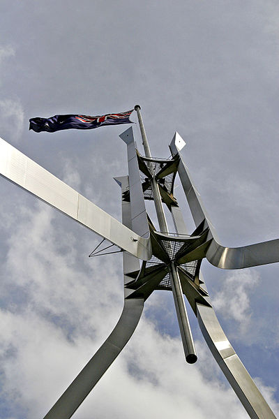 Flagpole ontop of parliament house02.jpg