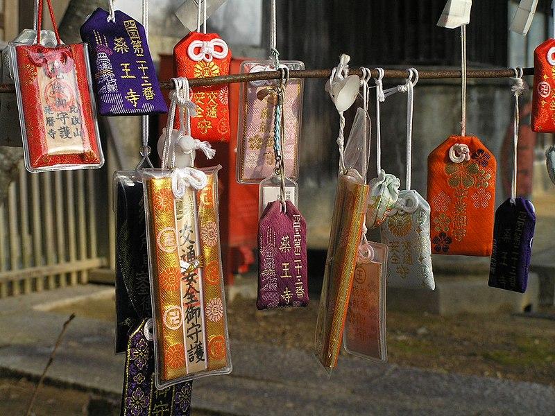 omamori costume típico de ano novo no japão, shougatsu