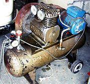 Một máy nén khi s� dụng piston loại nhỏ