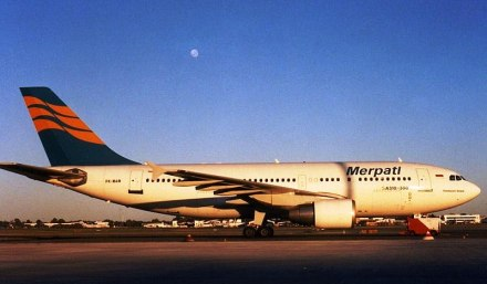 Berkas:Merpati Airbus A310-300 PER Wheatley.jpg