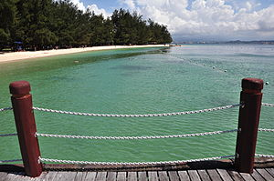 English: View from the Manukan Island jetty lo...