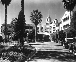 Title: Beverly Hills Hotel, front driveway and...