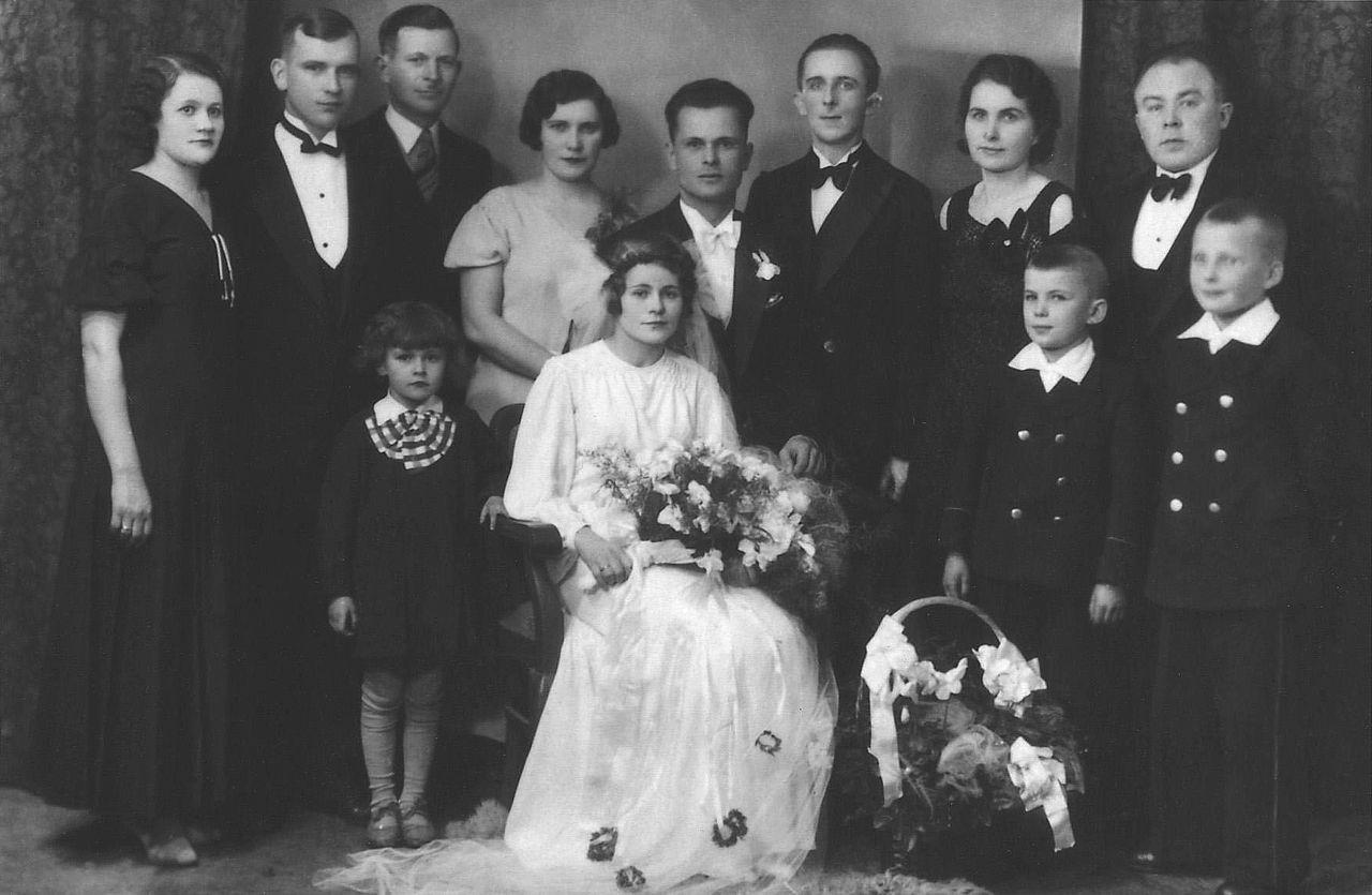 FileCzeslaw Trzcinski  Hochzeitsfotojpg  Wikimedia Commons