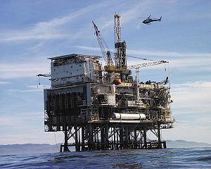 Plate-forme pétrolière Oil platform from NASA ...