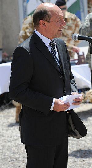 English: Romanian President Traian Basescu spe...