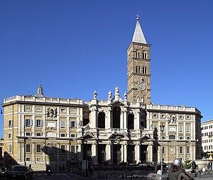 Фасад римской базилики Девы Марии