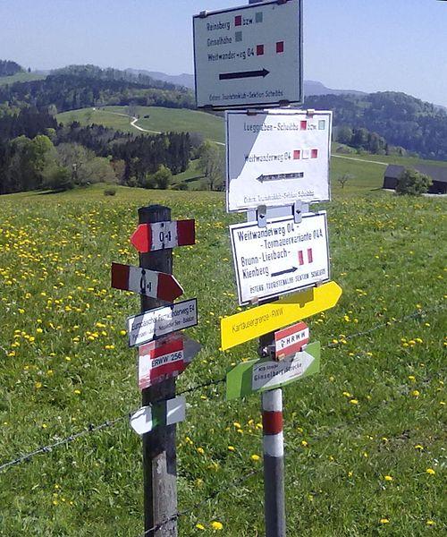 Weitwanderweg 04 u E4 Abzw bei Gresten