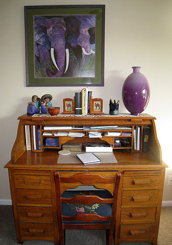 English: Photograph of a rolltop writing desk ...