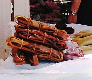 Cochayuyo (getrocknete Algen) auf einem Markt ...