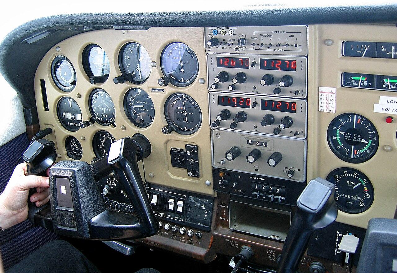 FileInstrument Panel Of A Cessna In Tasmania Jjron 94