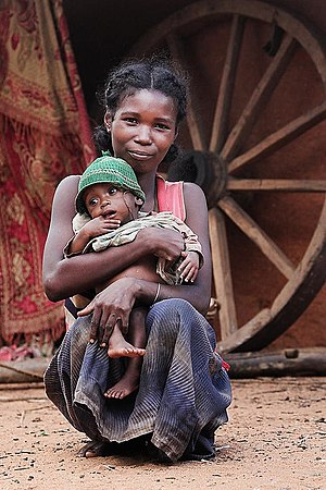 English: A woman and her child in Madagascar