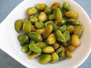 English: Freshly blanched pistachios for desse...