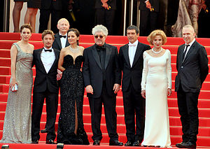 English: Cast and director of La Piel que habi...