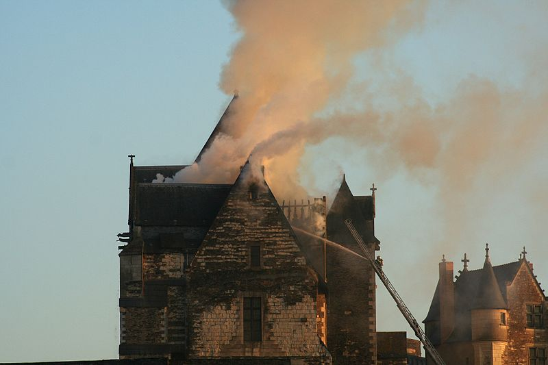 Incendie chateau angers 2