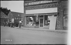 Piggly Wiggly grocery - NARA - 280994