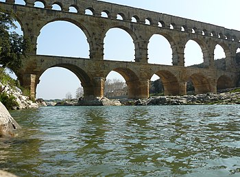English: The Pont du Gard is an aqueduct in th...