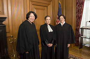 English: Justices Sonia Sotomayor (left) and R...