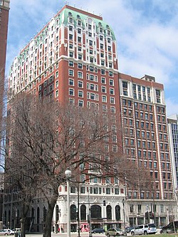 https://i0.wp.com/upload.wikimedia.org/wikipedia/commons/thumb/a/a5/20080409_Blackstone_Hotel_Exterior2.JPG/250px-20080409_Blackstone_Hotel_Exterior2.JPG