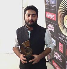 Arijit singh at GiMA Awards 2015.jpg