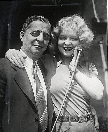 English: Press photo of Robert and Clara Bow, ...