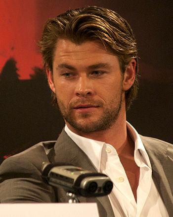 English: Chris Hemsworth at a press conference...