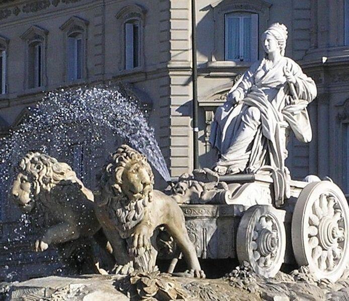 Archivo:Cibeles con Palacio de Linares closeup.jpg