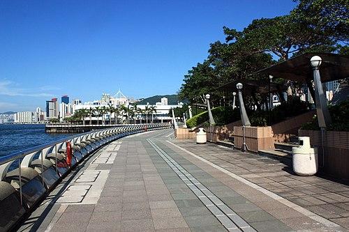Wan Chai Temporary Promenade (photo by WiNG, via Wikimedia Commons)