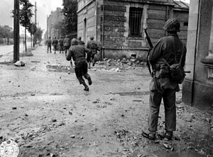 Cherbourg1944-Combat avParis.jpg