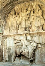 Representación del rey Cosroes II como catafracto. (Taq-e-Bostan).
