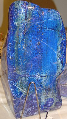 https://i0.wp.com/upload.wikimedia.org/wikipedia/commons/thumb/a/a6/Lapis_lazuli_block.jpg/225px-Lapis_lazuli_block.jpg