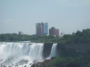 English: Niagara Falls, NY skyline from Ontario