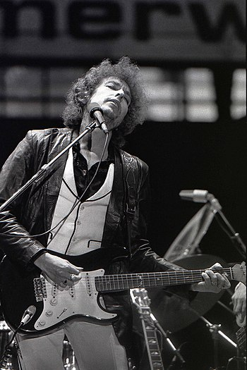 English: Bob Dylan performing in Rotterdam, Ju...