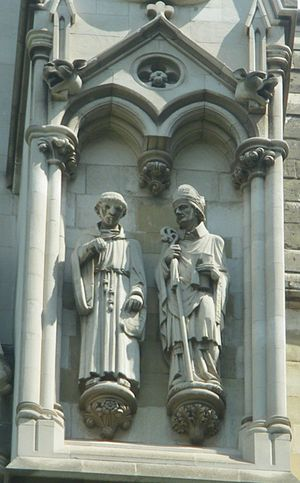 English: Statues of Robert Bacon and Robert Gr...
