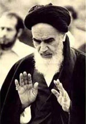 English: Ruhollah Khomeini in France فارسی: ام...