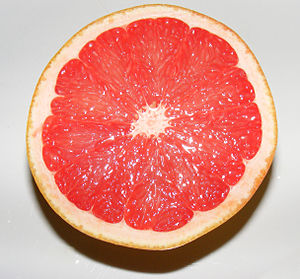English: A grapefruit cut in half.