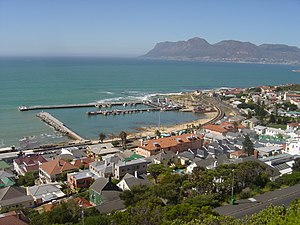 English: Kalk Bay harbour and town in Cape Tow...