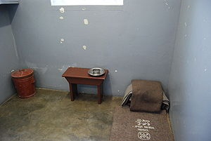 English: Nelson Mandela's prison cell on Robbe...