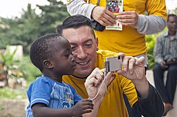 https://i0.wp.com/upload.wikimedia.org/wikipedia/commons/thumb/a/a8/US_Navy_110818-N-XK513-070_A_Sailor_shares_photos_with_a_Ghanaian_child.jpg/256px-US_Navy_110818-N-XK513-070_A_Sailor_shares_photos_with_a_Ghanaian_child.jpg