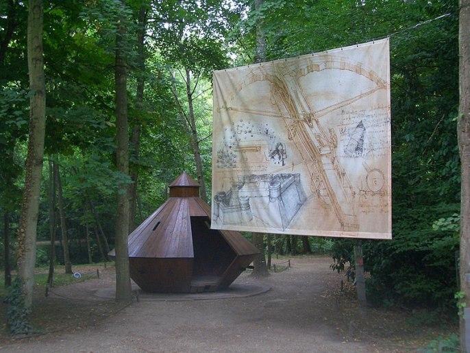 File:Closlucepark1.JPG